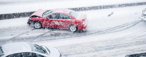 οδηγωντας με προσοχη το χειμωνα